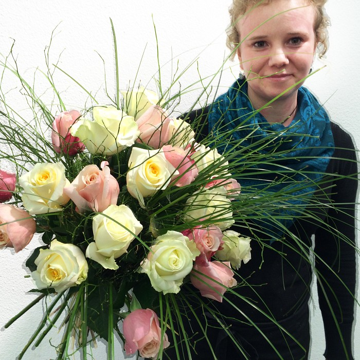 Anna roses, romantic and noble: deliverable in Greater Bern Area (+parcel in Switzerland)