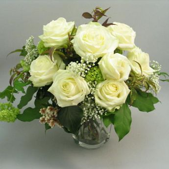 Bouquet of white roses: deliverable in Greater Bern Area (+parcel in Switzerland)