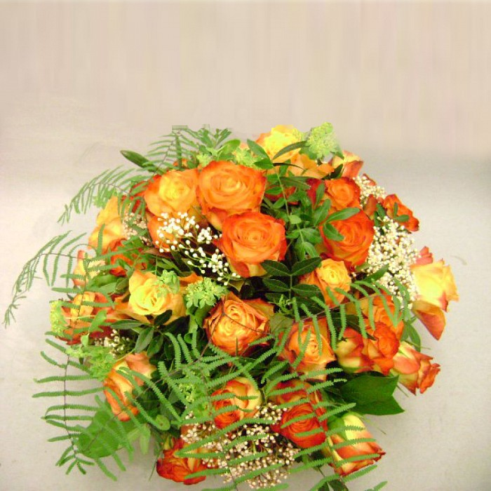 Romantic basket with orange roses: deliverable in Greater Bern Area (+parcel in Switzerland)